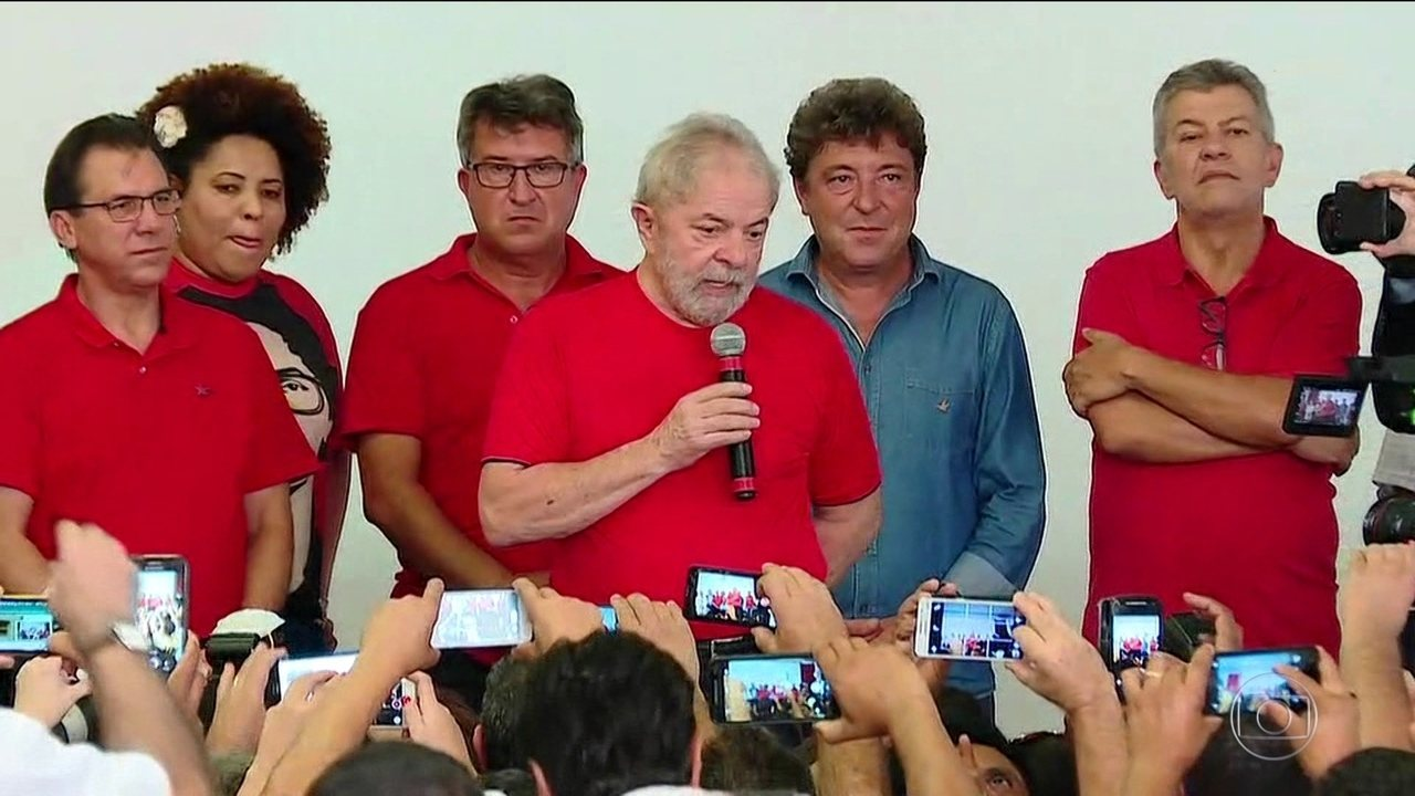 Lula acompanha julgamento no sindicato dos metalúrgicos do ABC