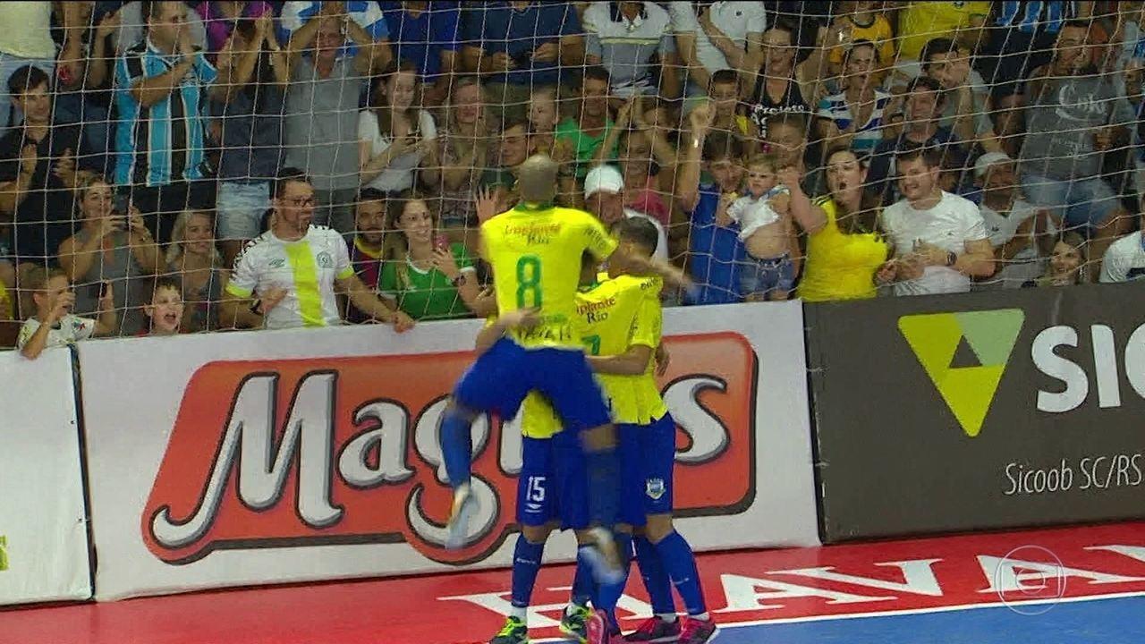Seleçào Brasileira de futsal goleia o Paraguai em amistoso