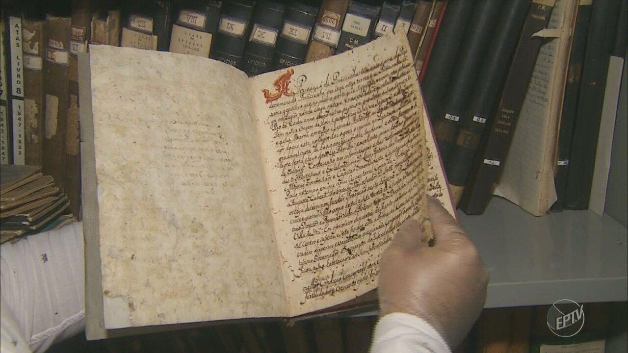 Câmara de Piracicaba digitaliza arquivos com expressões antigas da língua portuguesa