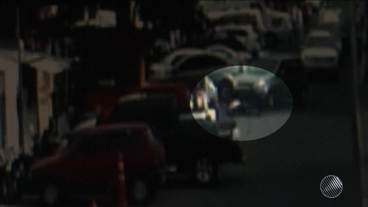 Homem é assassinado no centro de Feira de Santana e câmeras de segurança registram crime