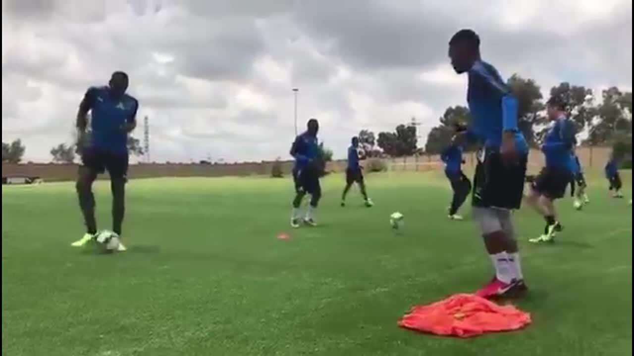 Bolt treina com equipe na África do Sul