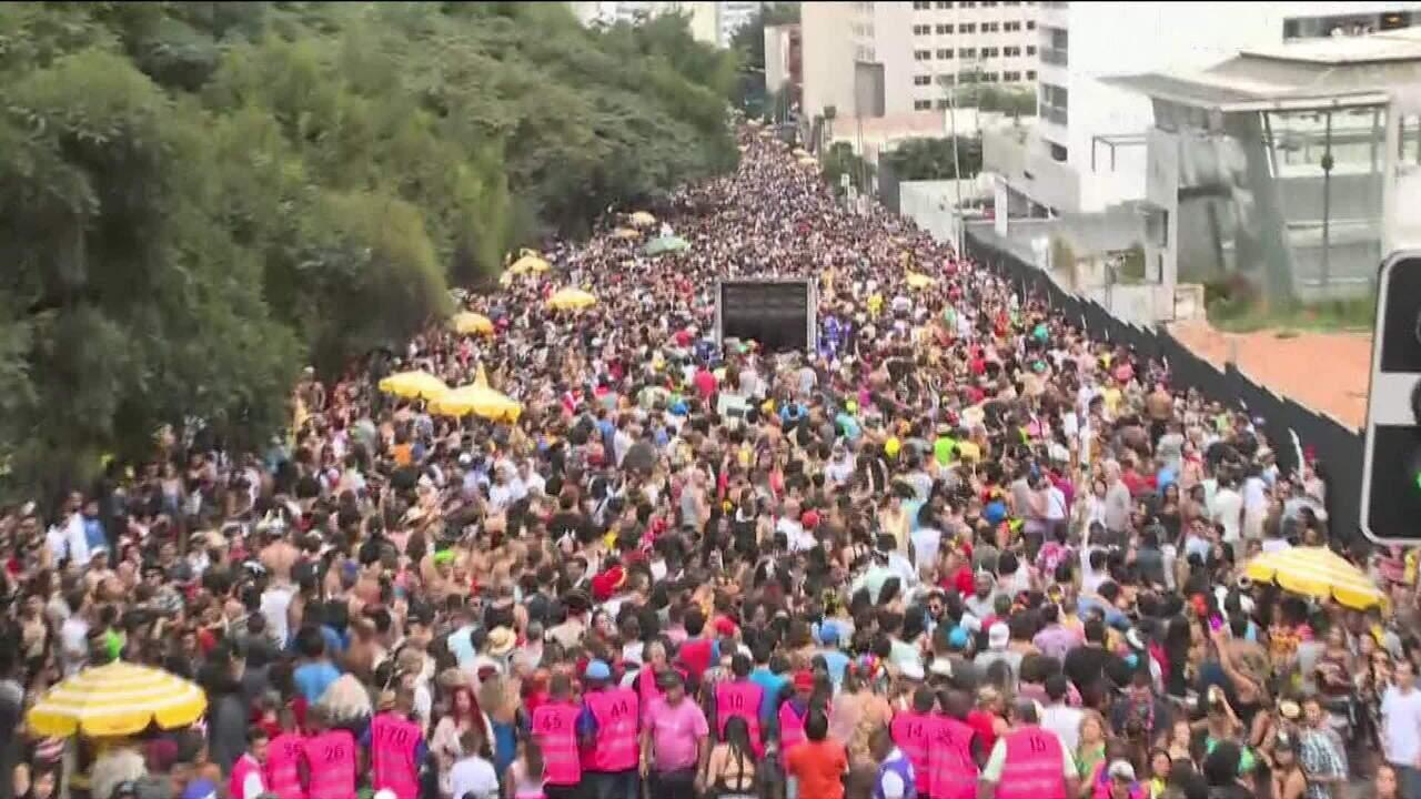 Bloco de São Paulo faz desfile contra conservadorismo