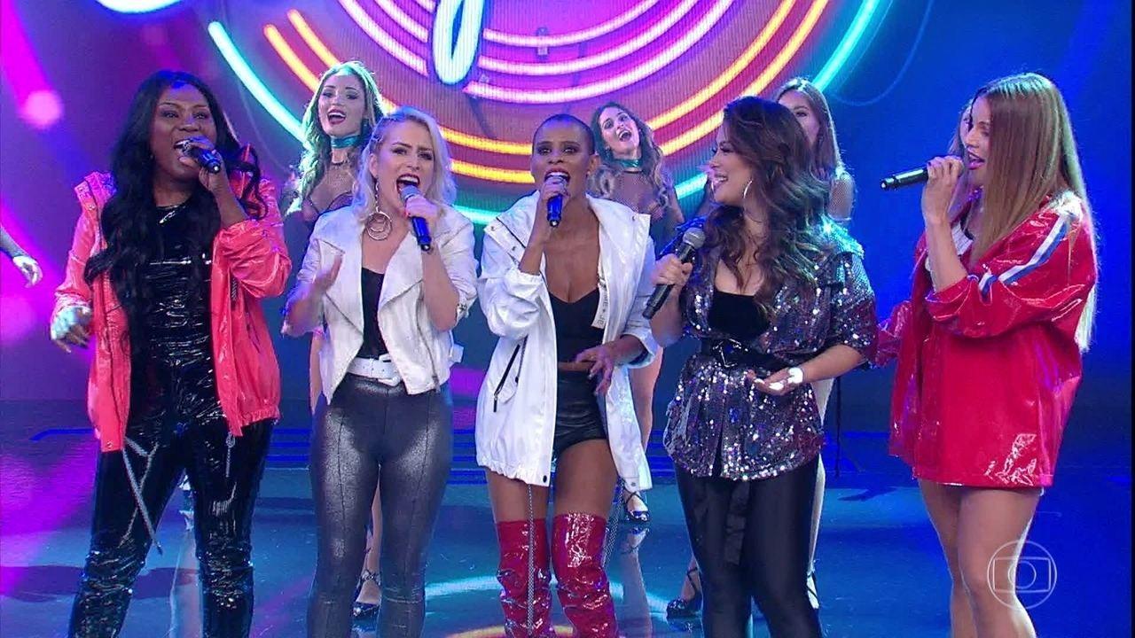 Grupo Rouge canta e meninas comentam o retorno aos palcos