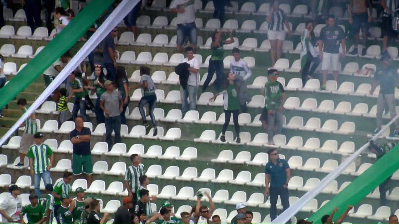 Árbitro relata bombas, bola de papel e sinalizadores durante Atletiba no Couto Pereira