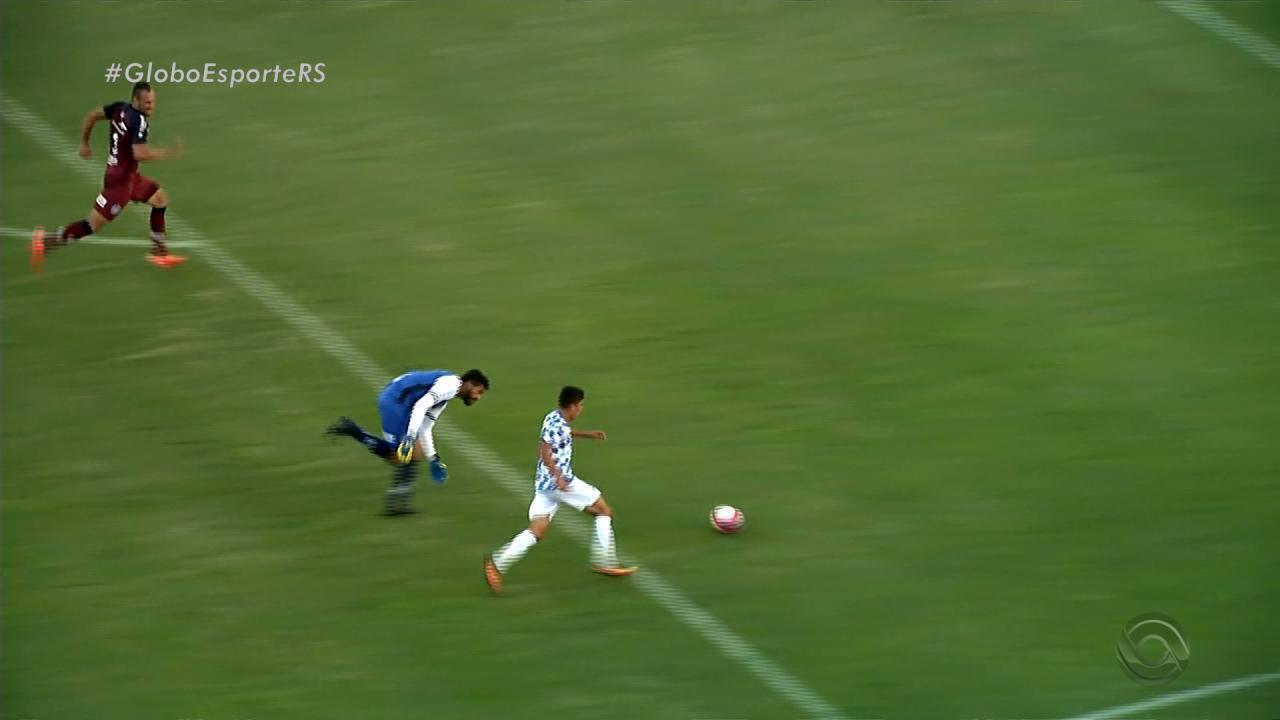 Veja o incrível gol perdido por Márcio Jonatan, do São José-RS