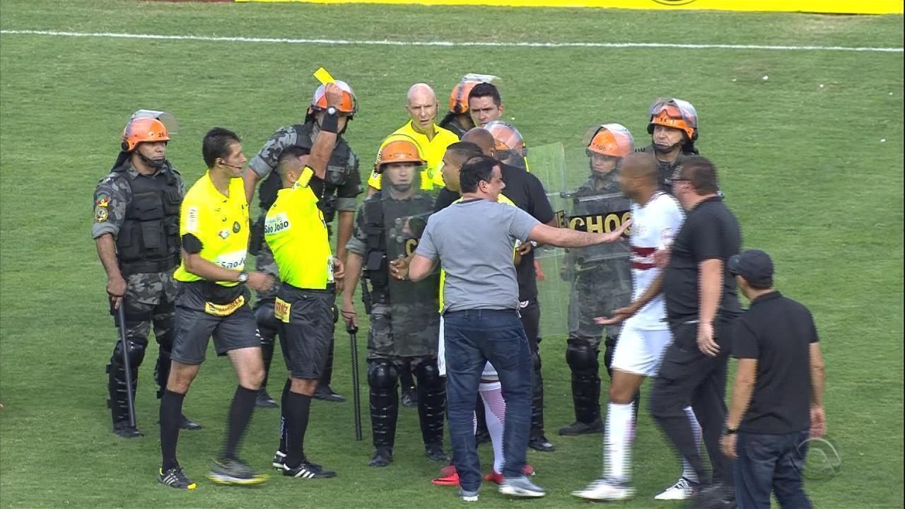Jogadores do Inter recebem cartão amarelo mesmo sem entrar em campo contra o Brasil-RS