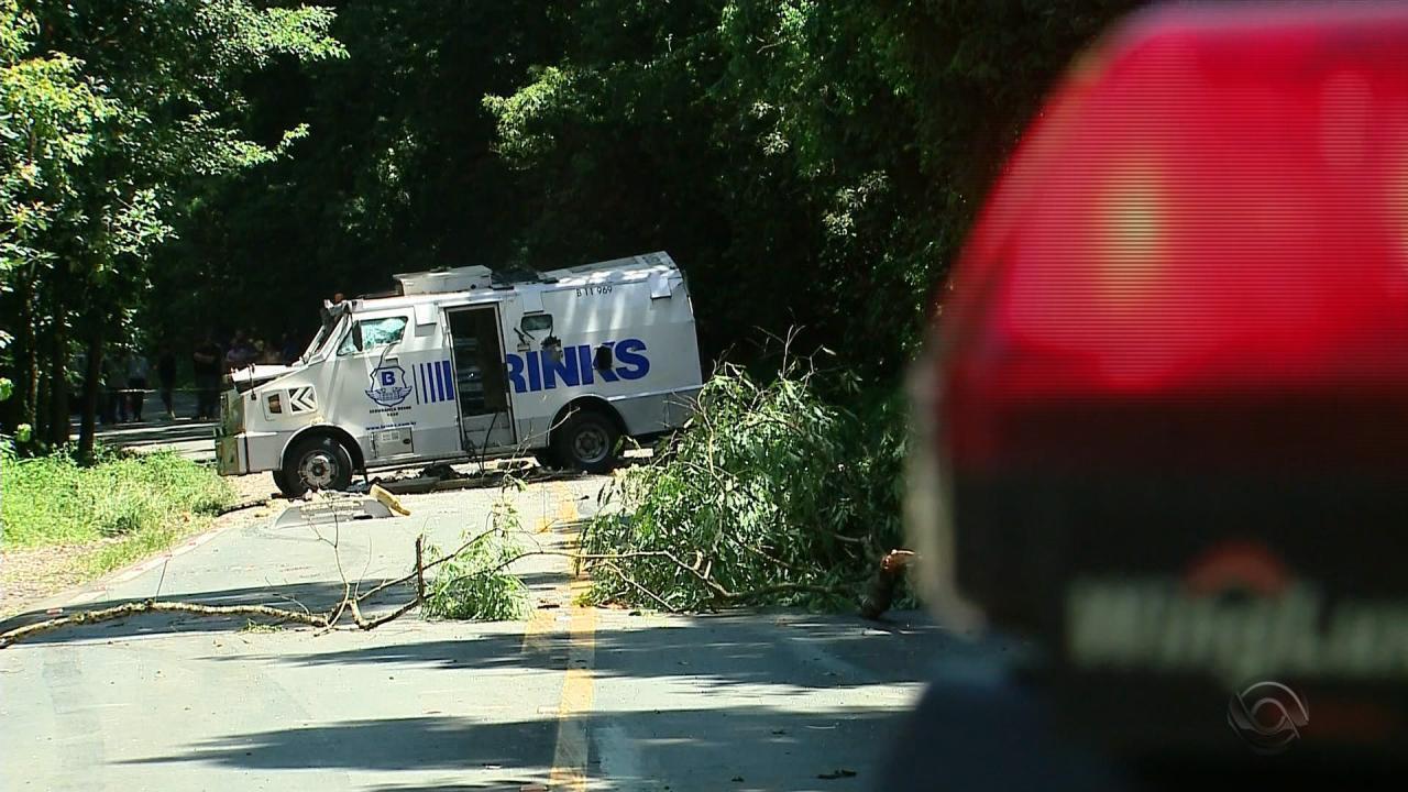 Carro-forte é atacado na BR-470, em Bento Gonçalves