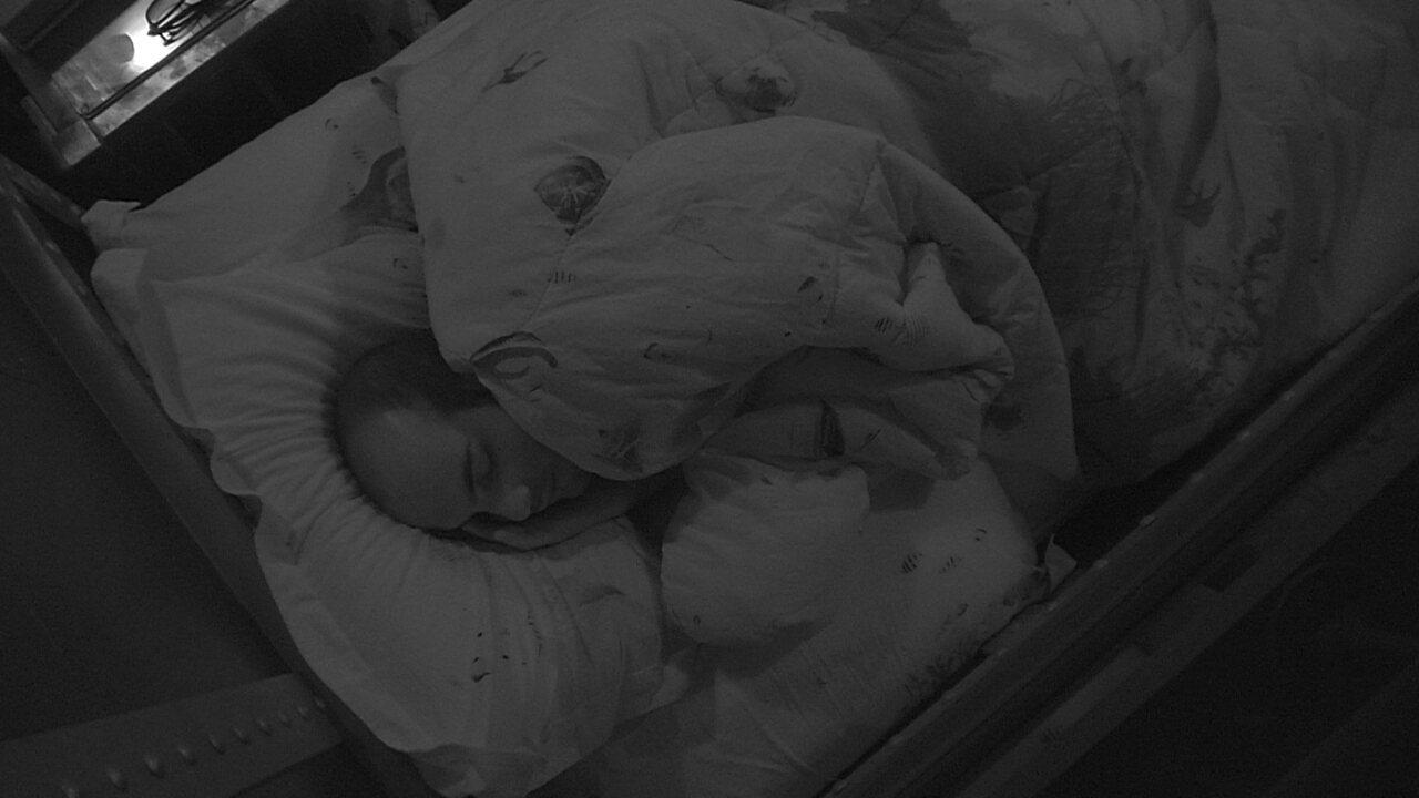 Todos dormem após Festa Femineja com show de Naiara Azevedo