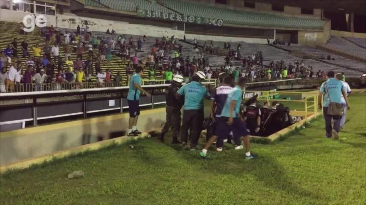 Juiz é escoltado pela polícia ao deixar gramado após jogo entre Parnahyba e Coritiba; veja