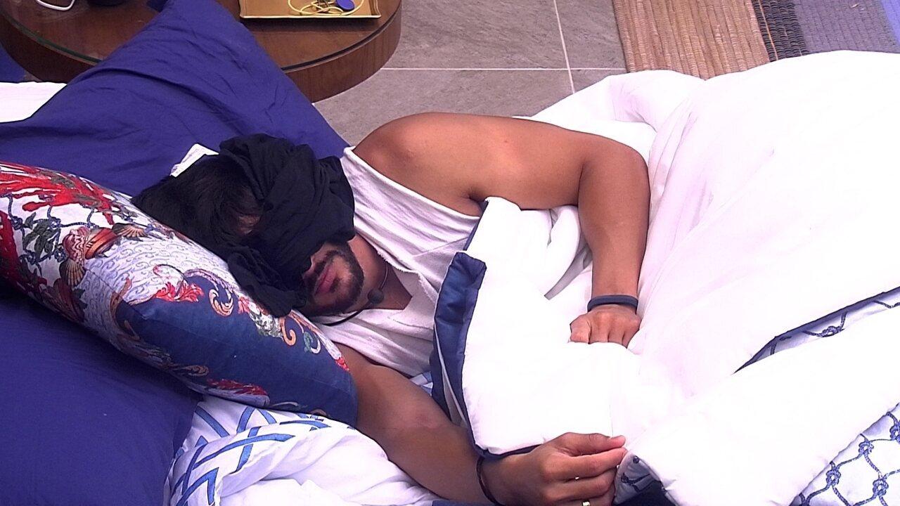 Lucas dorme no Bangalô do Líder