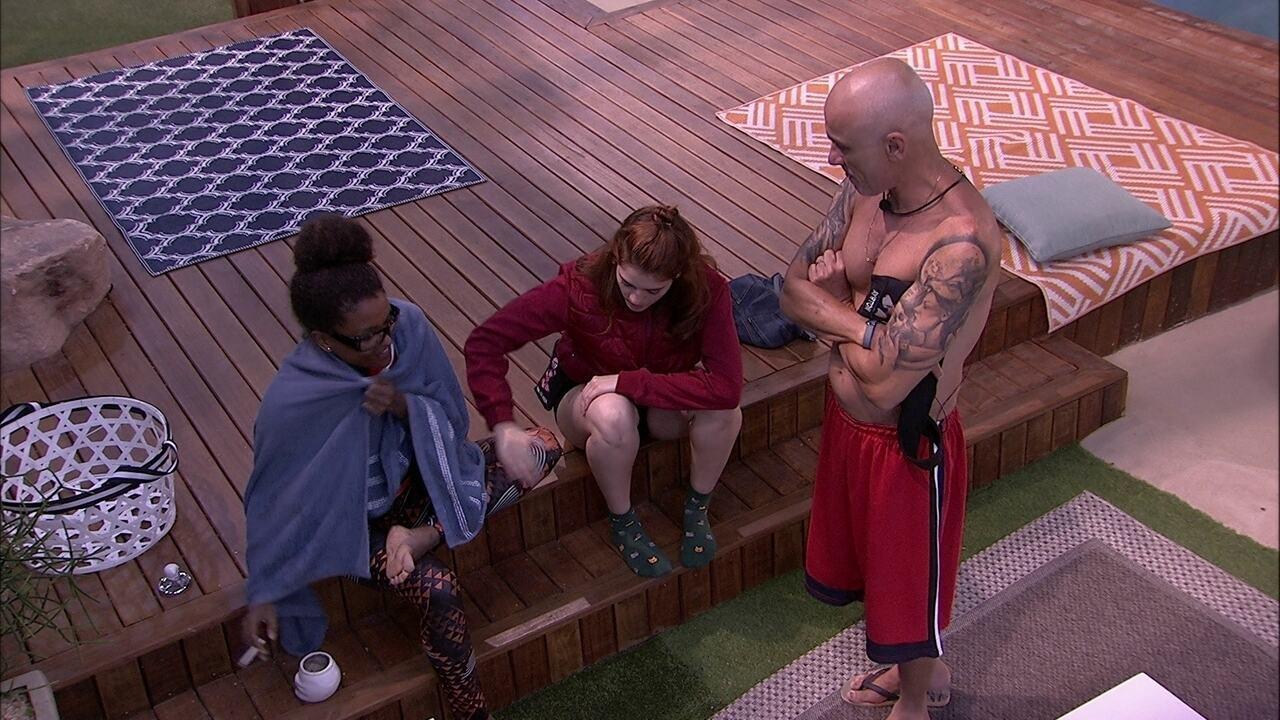 Patrícia, Ayrton e Ana Clara conversam com Nayara sobre Prova do Líder