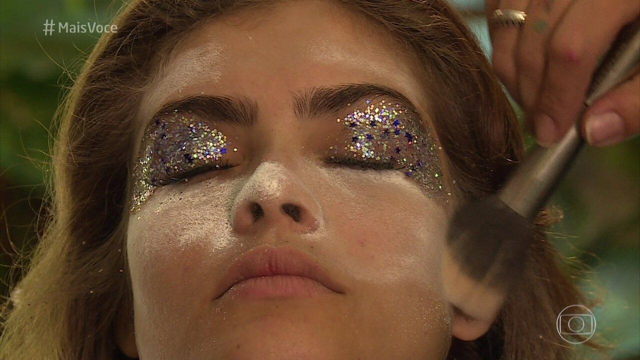 Aprenda a tirar a maquiagem com glitter