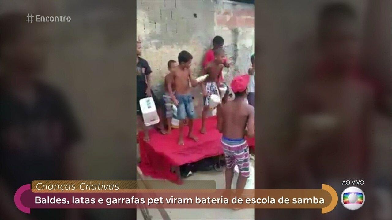 Meninos apaixonados por samba improvisam bateria com baldes, latas e garrafas pet