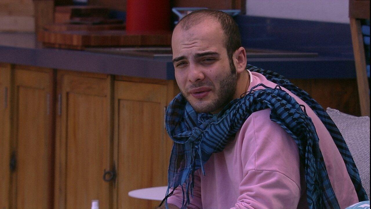 Mahmoud comenta sobre prova: 'Pelo menos saí com mil reais'