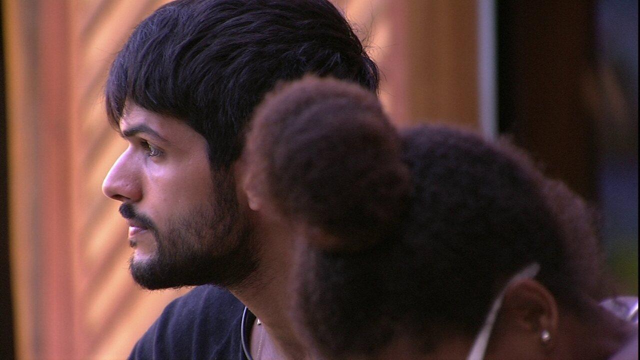Lucas lamenta não ser Líder e Nayara questiona: 'Por que você queria a liderança de novo?'