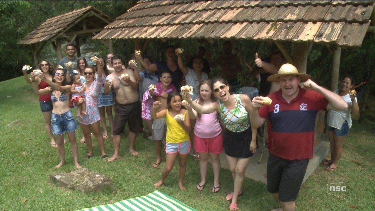'Farofa JA' embarca com um grupo de amigos na Nova Rússia, em Blumenau