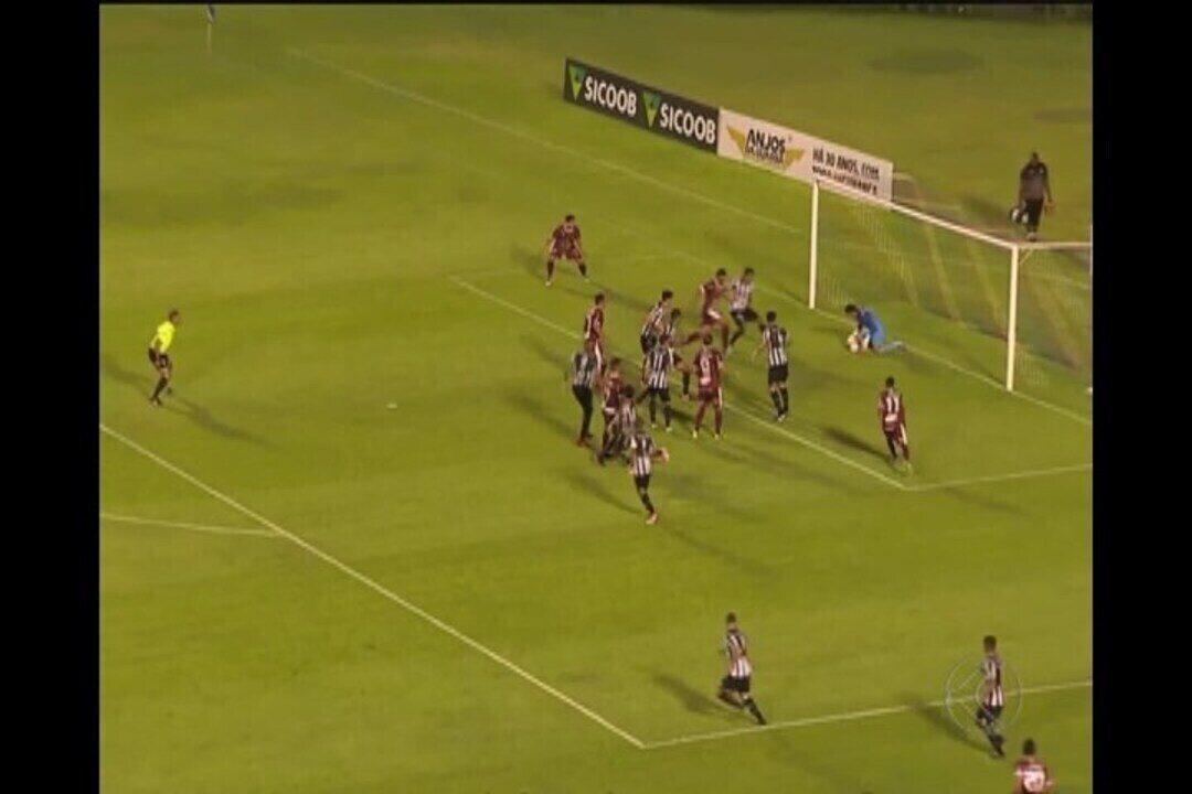 Patrick Brey marcou o terceiro gol na vitória do Tupi por 3 a 0 sobre o Patrocinense