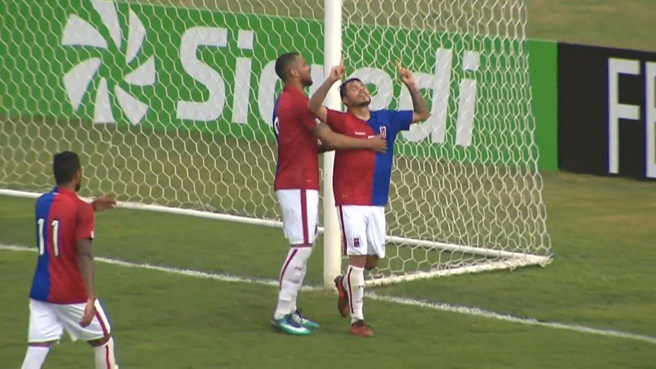Gol do Paraná! Zezinho aproveita o rebote e manda para as redes aos 9 minutos do segundo tempo