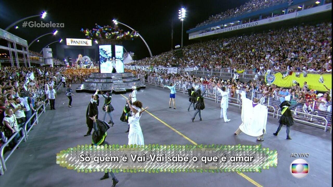 Samba da Vai-Vai homenageia Gilberto Gil