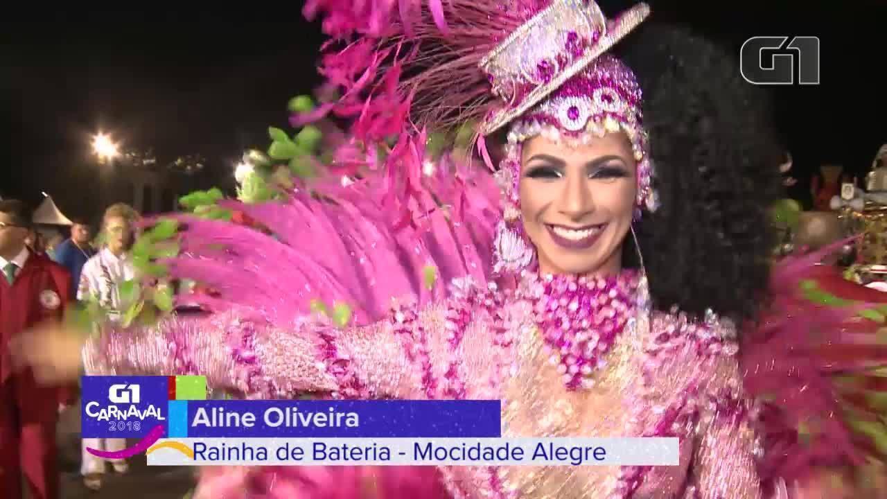 Aline Oliveira como rainha de bateria da Mocidade Alegre no carnaval em 2018