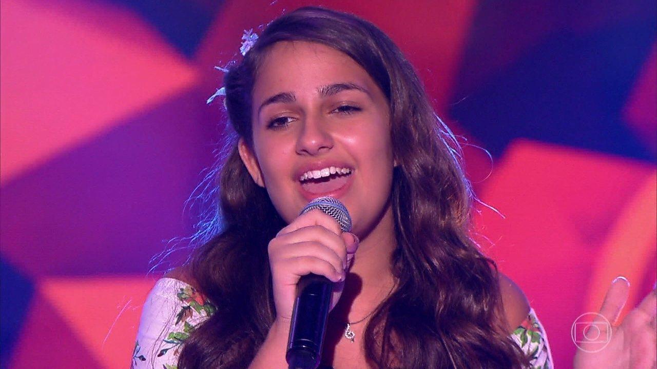 Livia Bernarde cantou 'Além do Arco Íris'