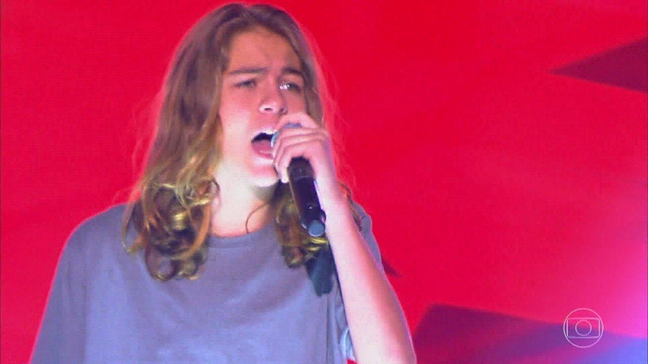 Arthur Staphanato canta 'Se Você Pensa' em versão rock