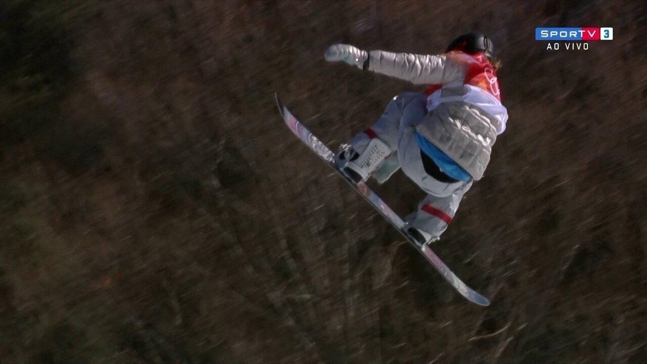 Jamie Anderson, dos EUA faz bela apresentação na competição de snowboard e fica em 1º