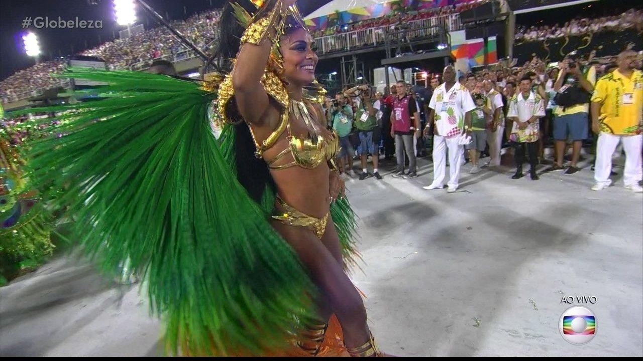 Juliana Paes é a rainha de bateria da Grande Rio