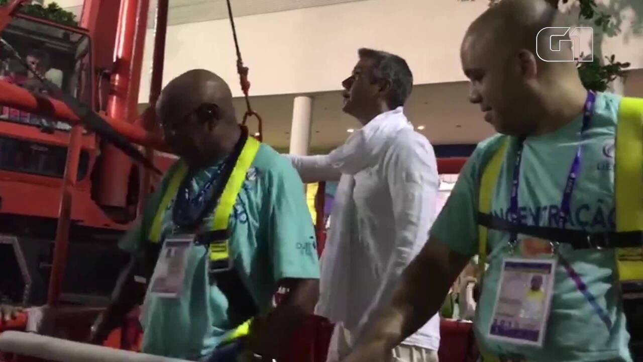 Márcio Garcia se assusta com altura de carro alegórico da Mocidade