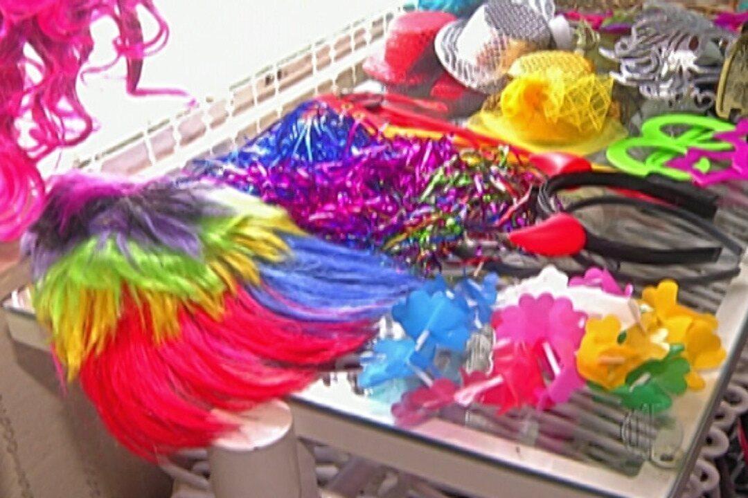 Brechós são opção para comprar fantasias e economizar nesse carnaval