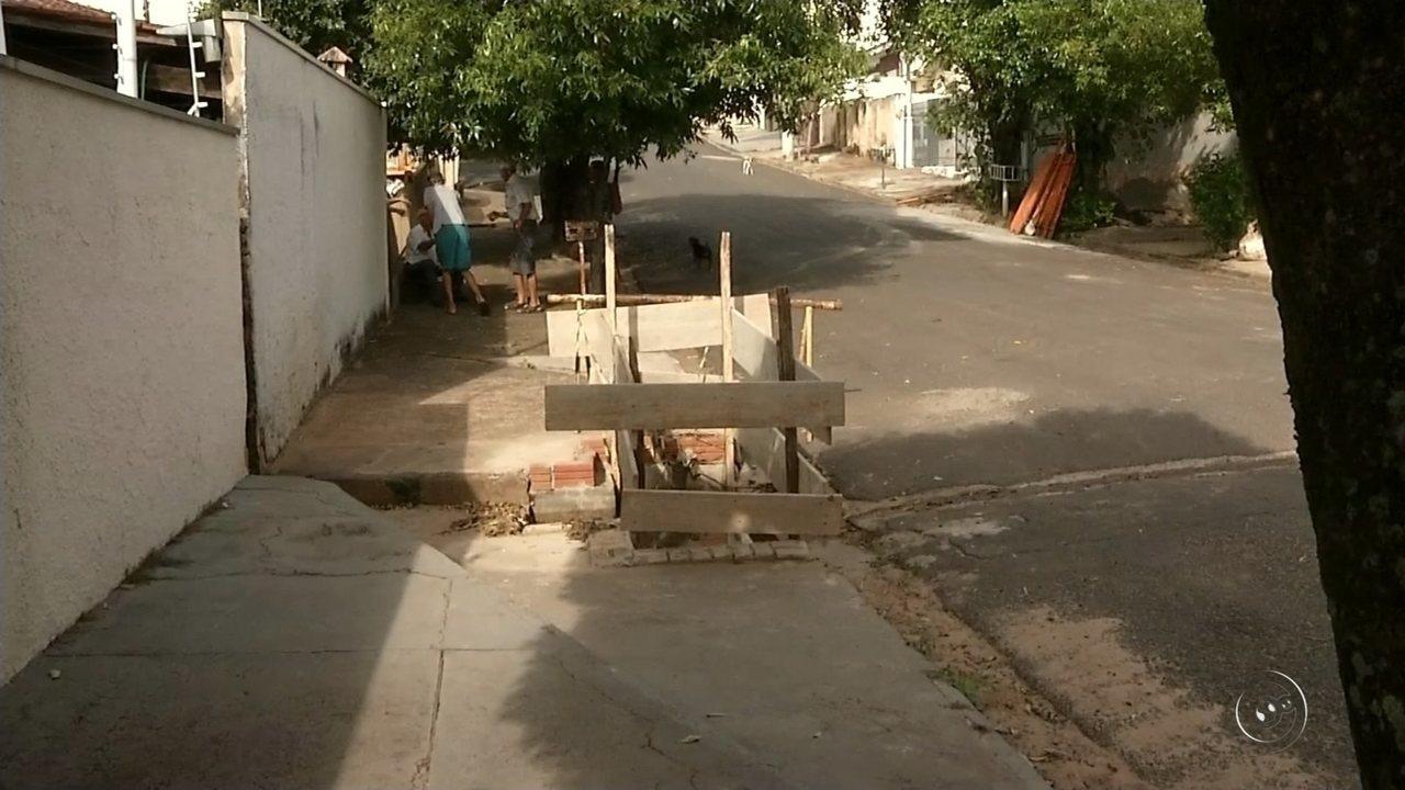 Polícia investiga morte de segurança encontrado em canaleta