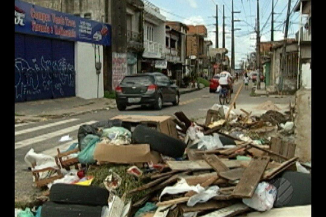 Moradores de dois bairros de Belém reclamam da quantidade de lixo espalhado nas ruas