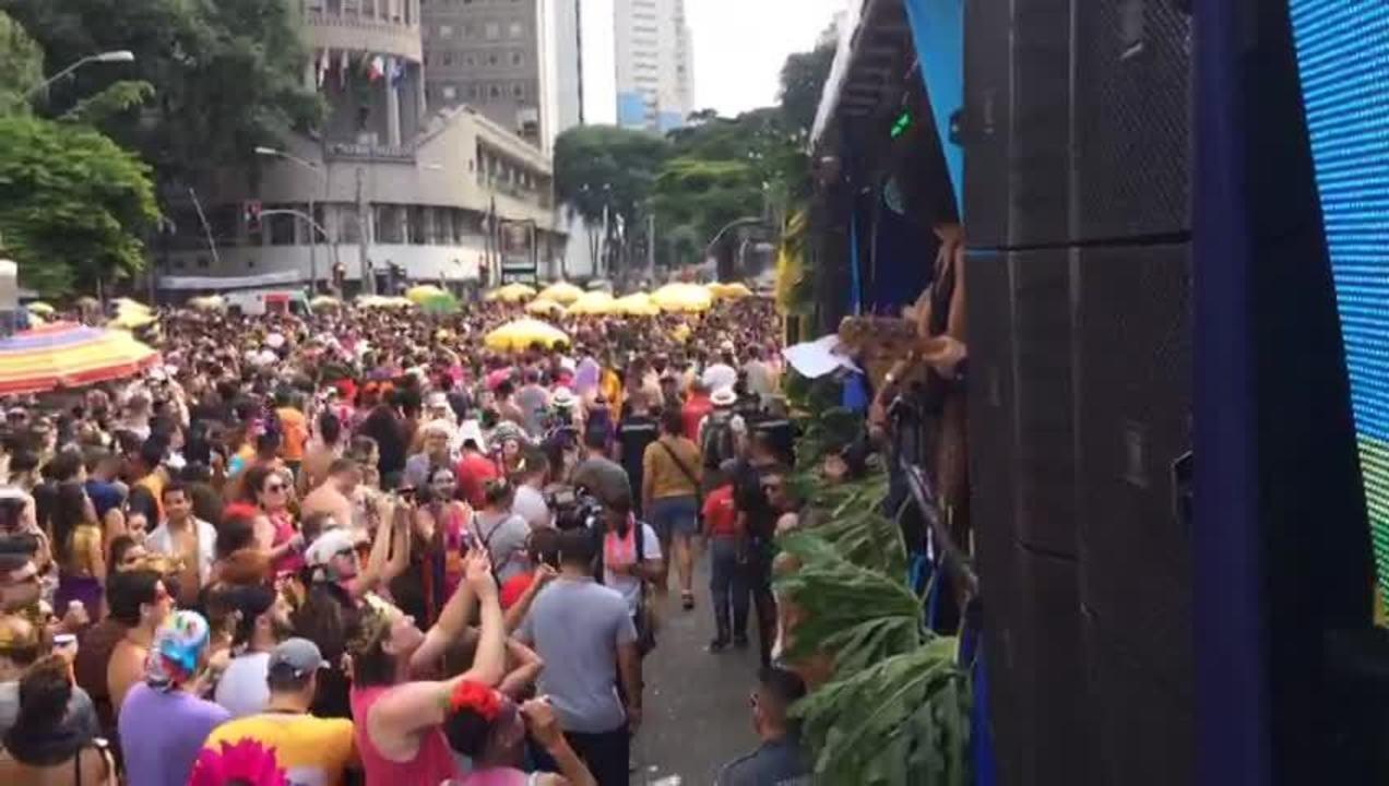 Bloco Love Fest tem discurso contra homofogia no Centro de São Paulo