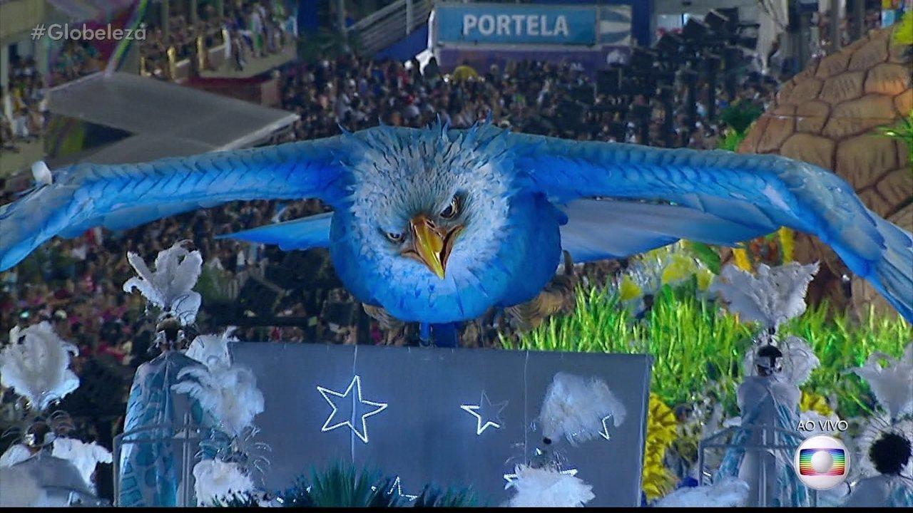 Águia da Portela no abre-alas representa o sentimento de liberdade