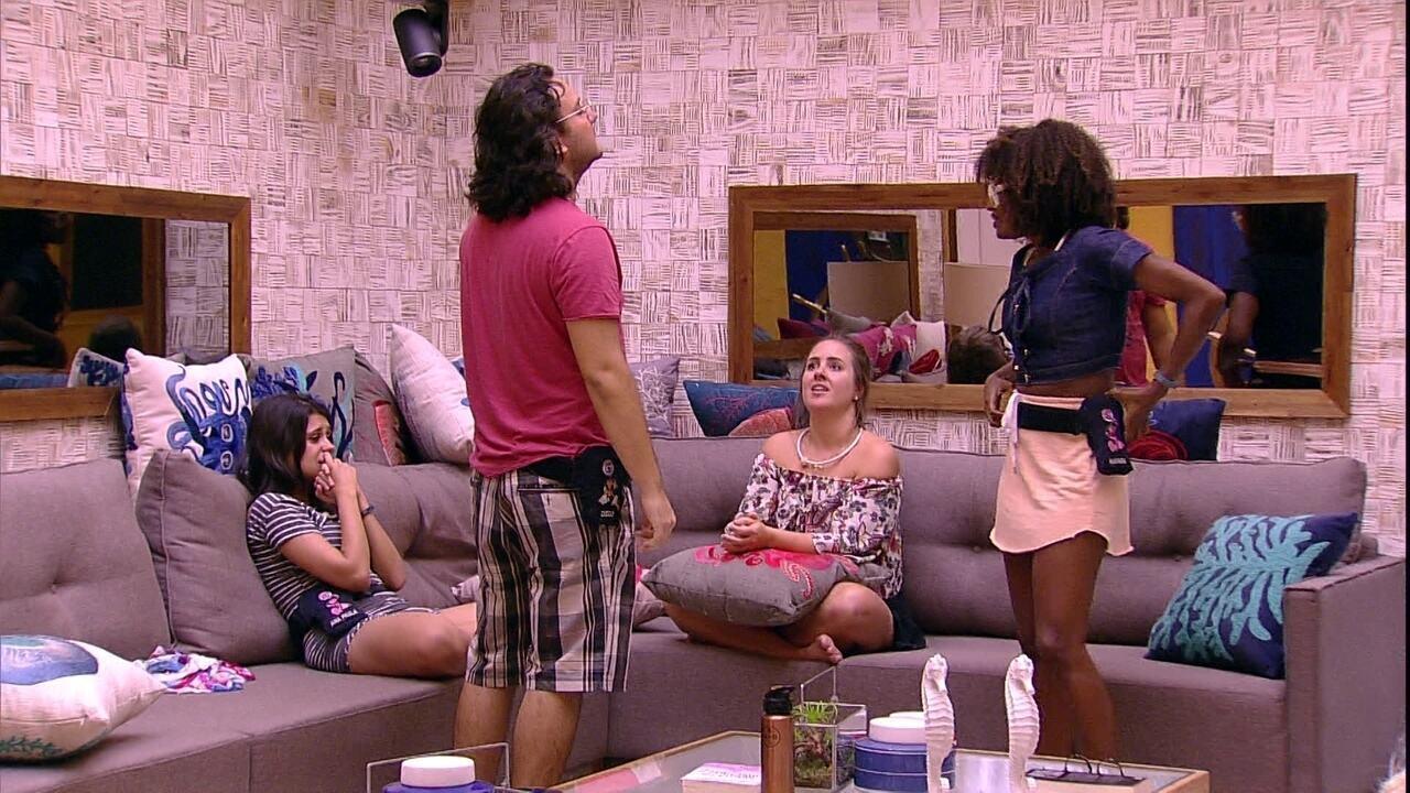 Diego escolhe Ana Paula, Patrícia e Nayara para o Cinema do Líder
