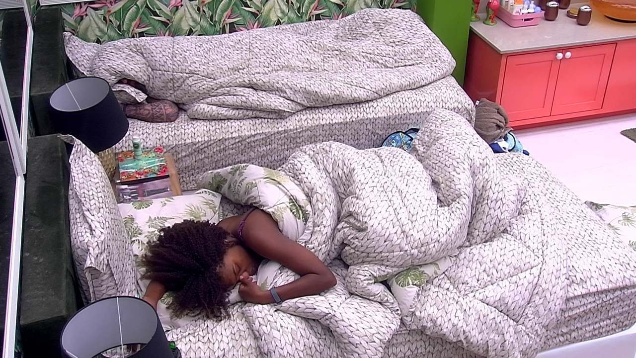 Nayara continua deitada depois do Toque de Despertar
