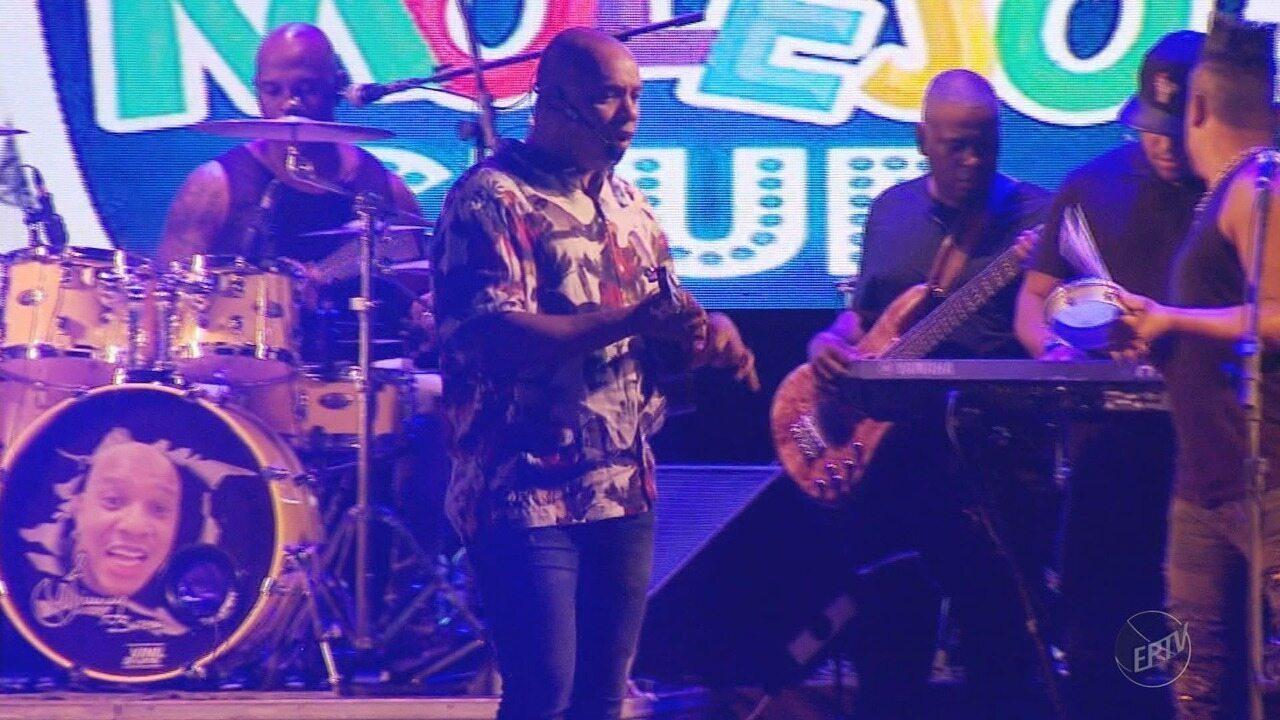 Grupo Molejo embala a noite de carnaval no Bloco Vermes e Cia, em Muzambinho (MG)