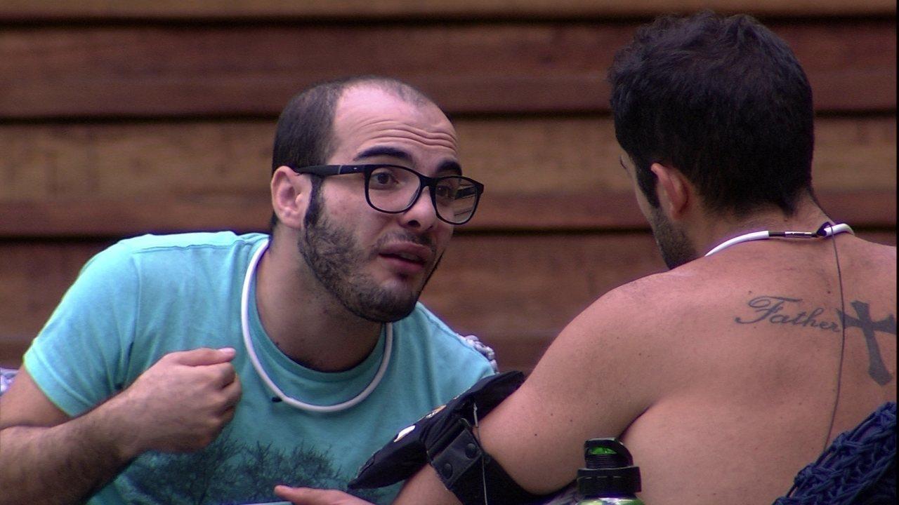 Mahmoud explica para Kaysar seus motivos de votar em Ana Paula: 'Sigo meu coração'