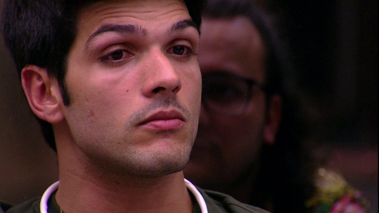 Lucas desabafa: 'Muitas pessoas me discriminam antes de me conhecer'