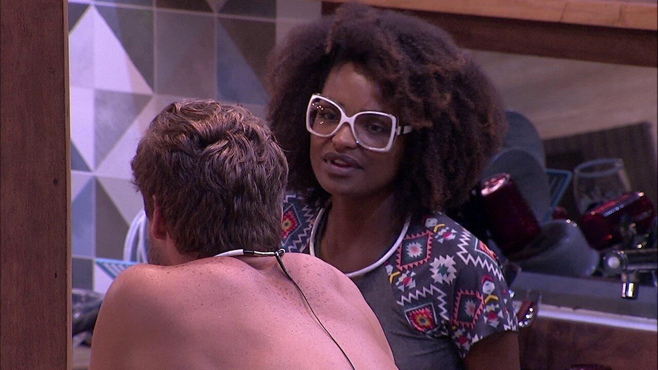 Nayara fala para Breno: 'Se tem uma menina que não era o seu perfil é a Jaqueline'