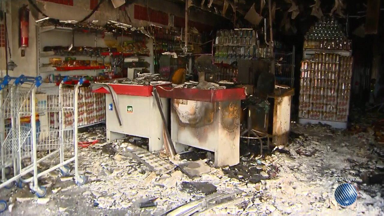 Incêndio destrói mercadinho no bairro do Garcia, em Salvador