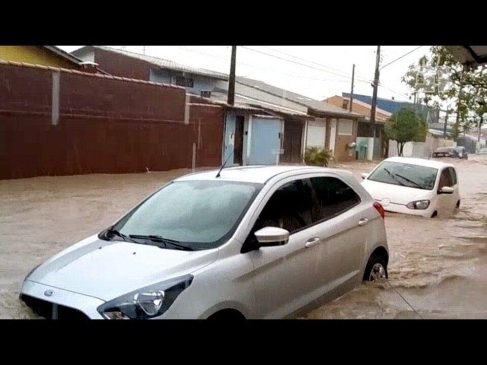 Veja vídeos enviados pelos internautas da chuva no litoral norte