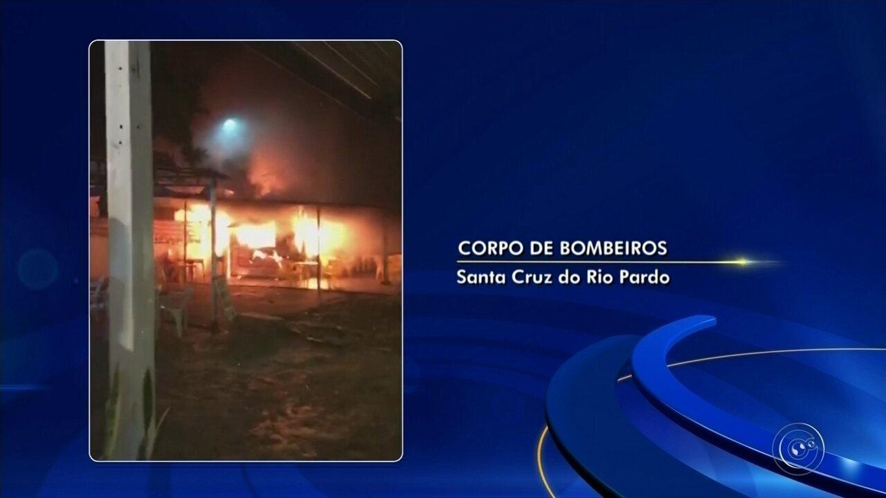Incêndio atinge trailer de lanches em Santa Cruz do Rio Pardo