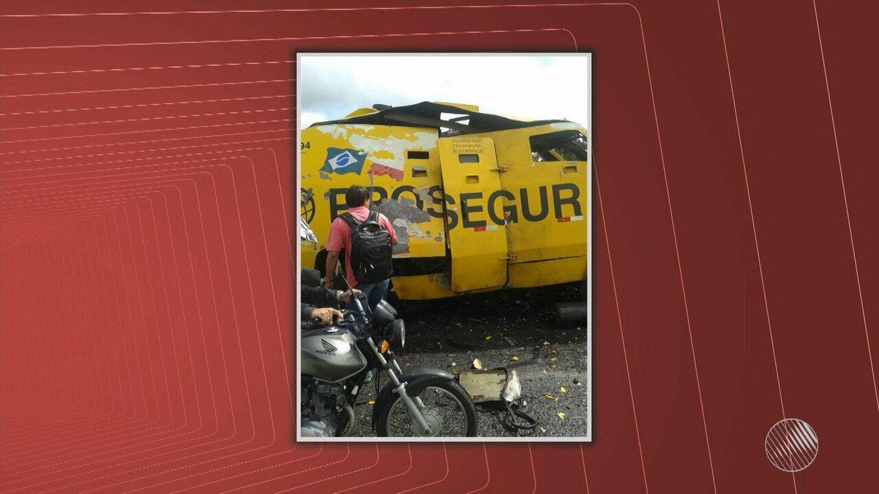 Bandidos explodem carro-forte na BR-324, próximo a Jacobina