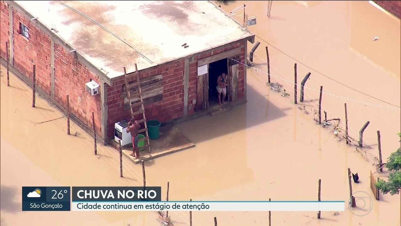 Chuvas deixam mais de mil pessoas desabrigadas e cidade continua em estágio de atenção