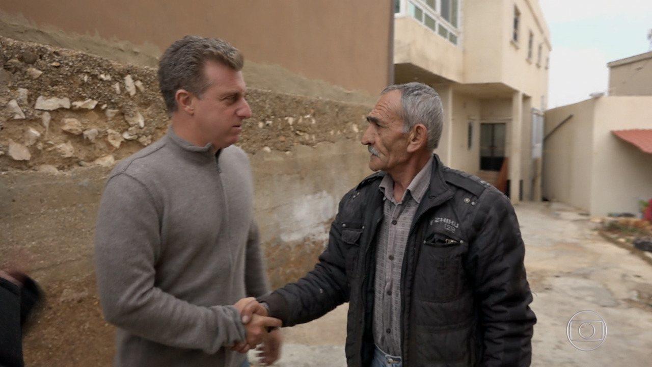 Caldeirão ao Cubo relembra encontro entre Huck e Khalil, libanês com 6 filhos no Brasil
