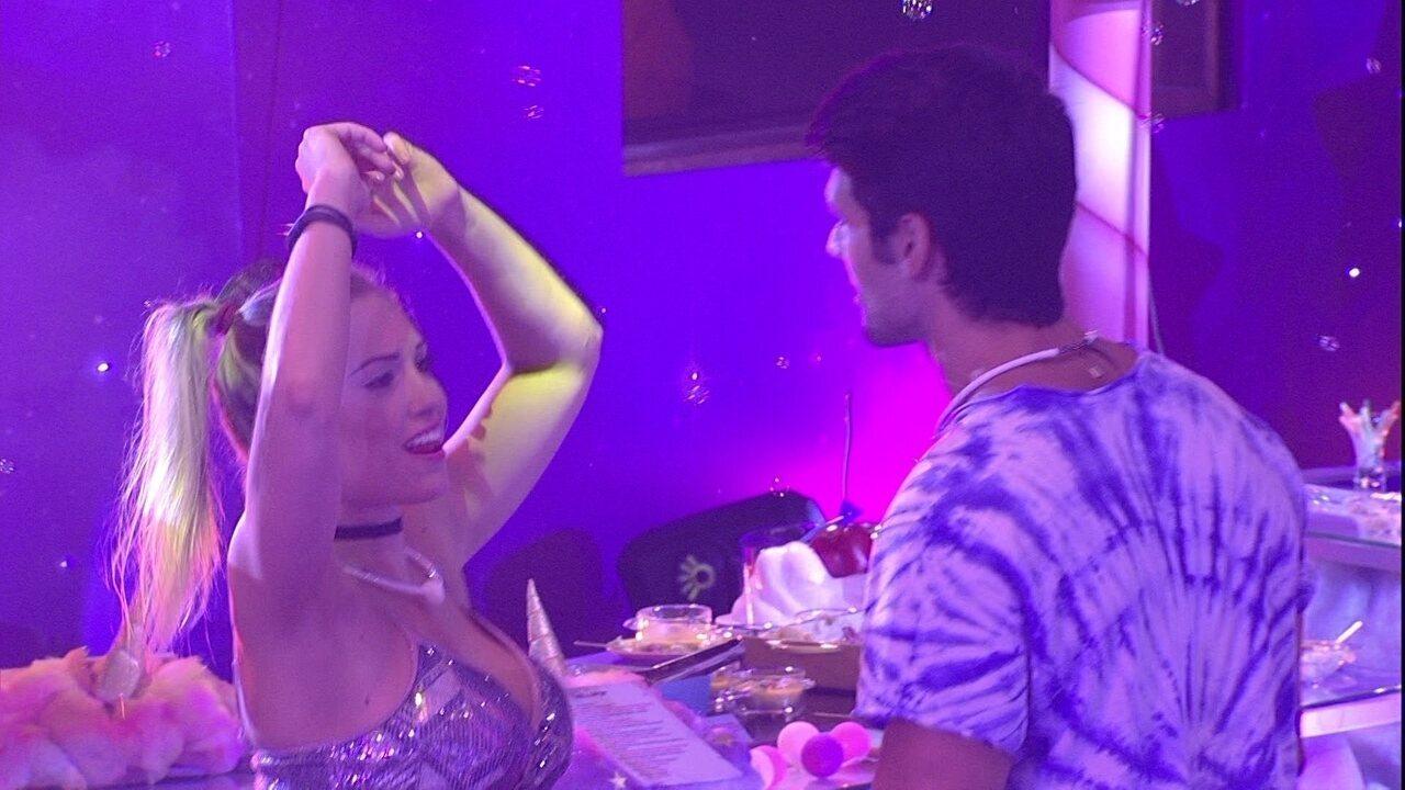 Jéssica e Lucas cantam juntos: 'Amiga parceira, só se for amiga solteira'