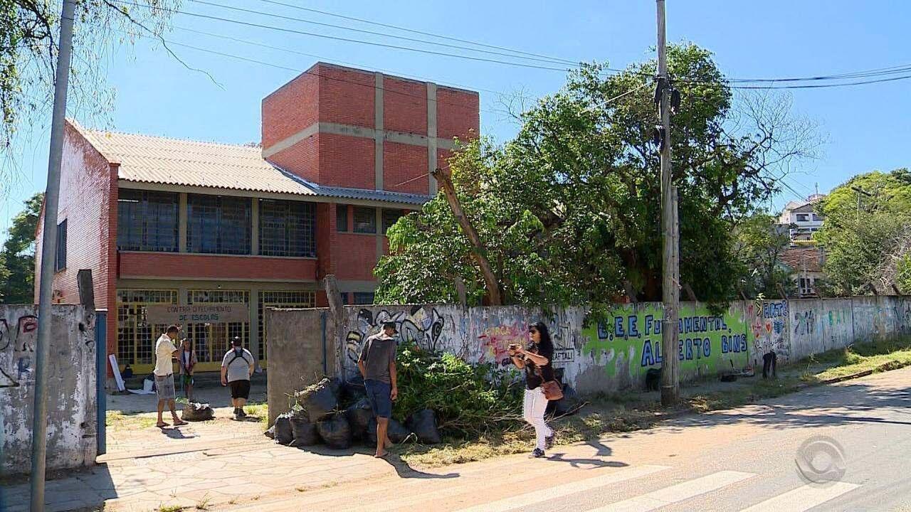 Moradores da Vila Cruzeiro se unem para reformar escola e impedir seu fechamento