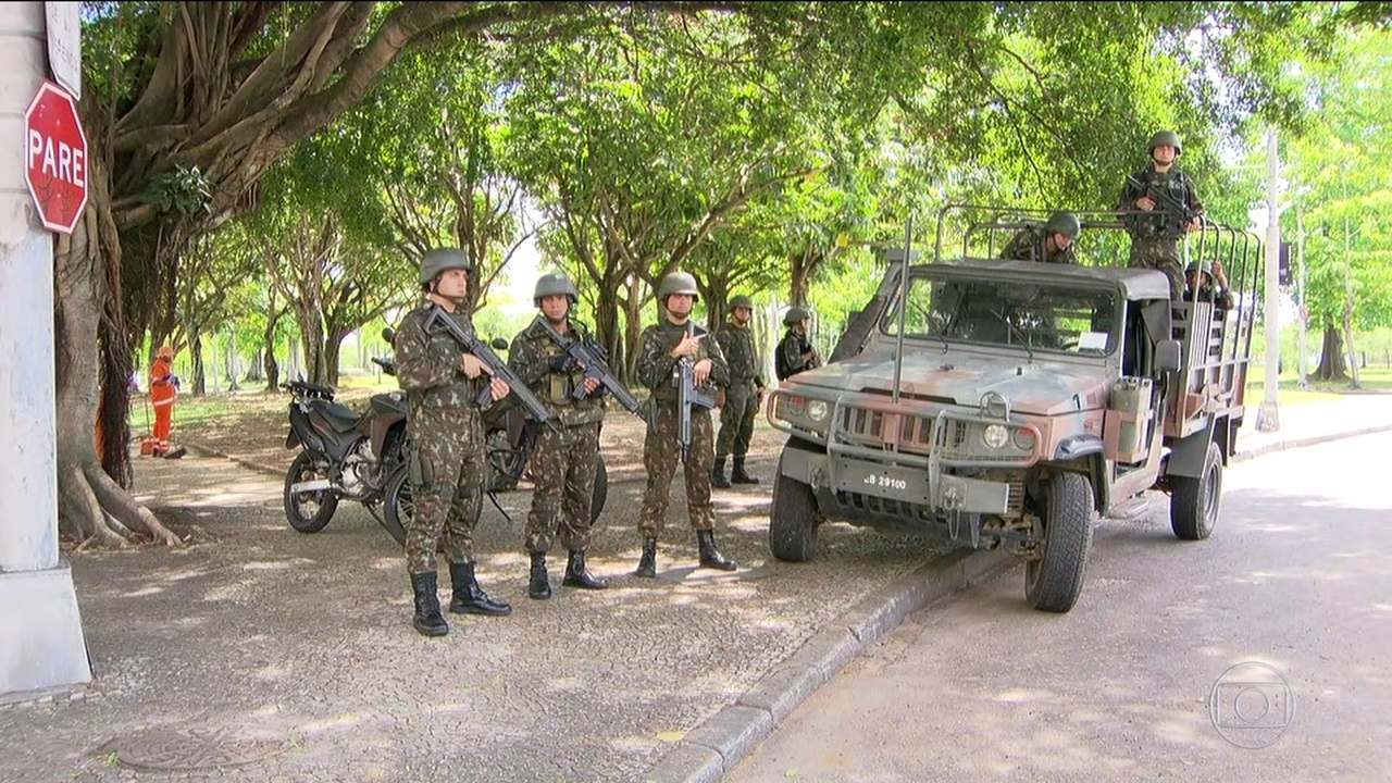 Tanques e tropas do Exército voltam a aparecer nas ruas do Rio