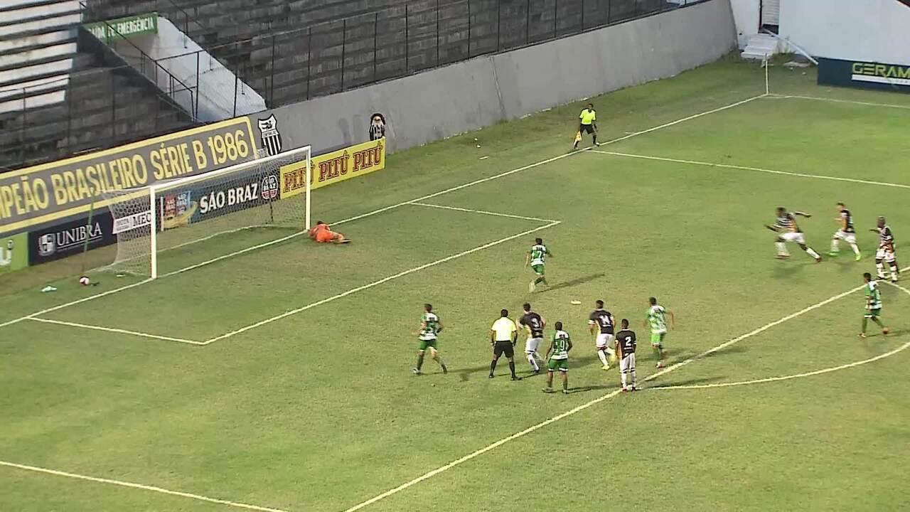 Murilo pega pênalti em vitória do Central